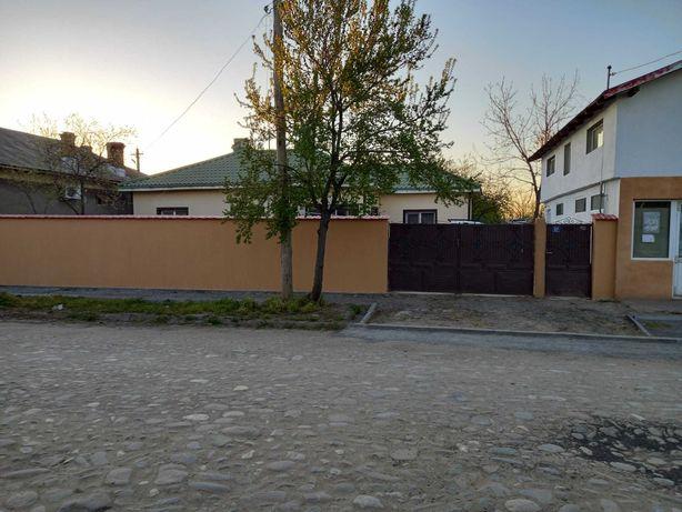 Casă de vânzare 140 mp, spațiu comercial, mansardă  garaj,livadă.