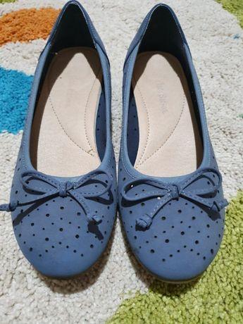 Vand pantofi marca Clara Benson ,mărimea 36