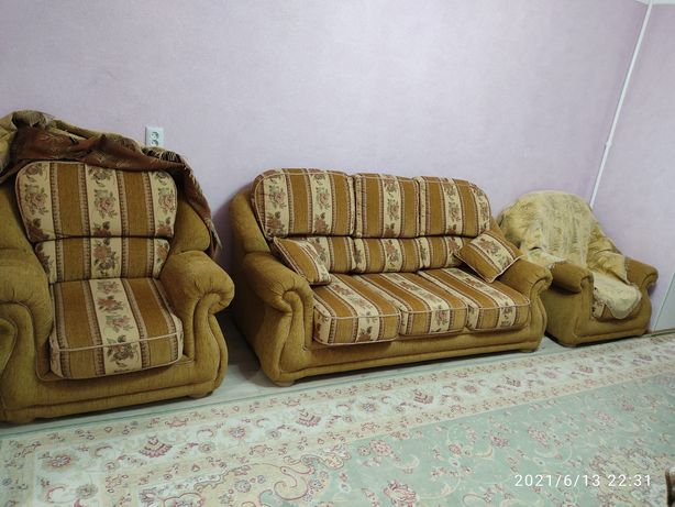 Мягкий уголок (диван и 2 кресла)