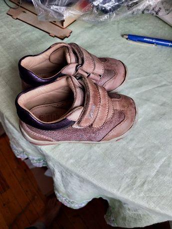 Продам кроссовки Geox детские