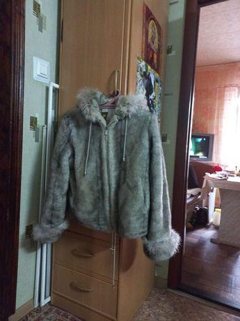 Продам полушубок,плащ и пальто .