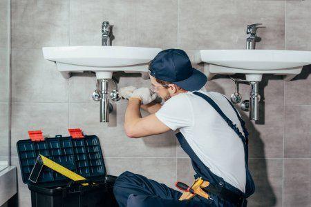 Услуги сантехника и ремонта по дому любой
