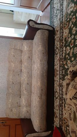 Диван кресло. Қоңыр ашық түсті, жақсы, сапалы, бағасы өте қымбат емес.