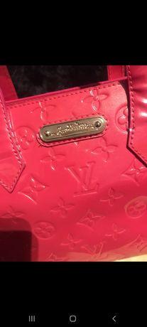 Geantă LOUIS VUITTON,roșie,450 euro