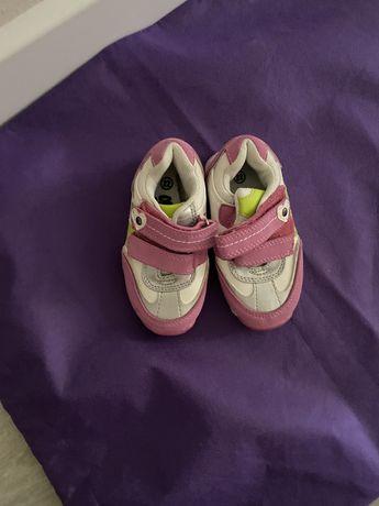 Кроссовка для девочки