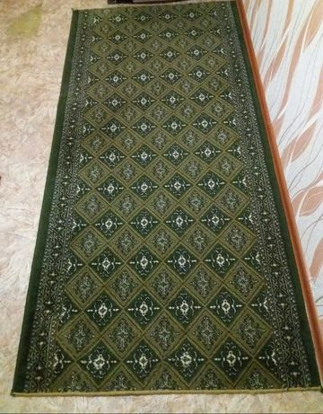 Продам зеленый ковёр