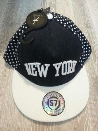 Чисто нова шапка с права козирка New York