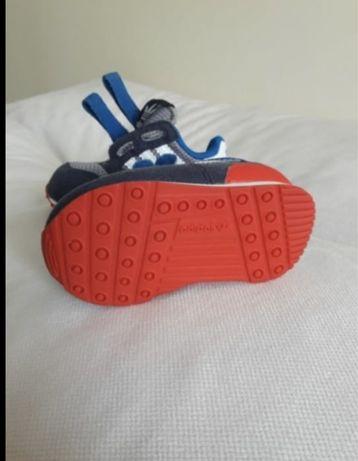 Продам детские кроссы Адидас
