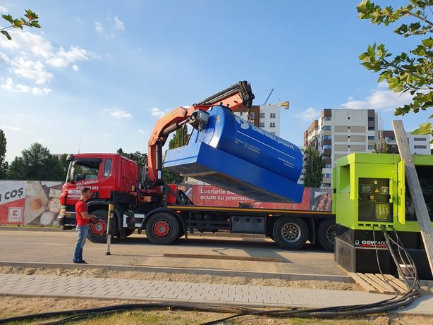 Camion cu macara transport containere si utilaje stivuitoare nacele