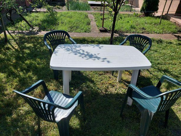 Masa si scaune din plastic