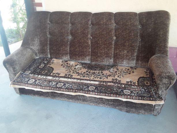 Отличный  большой  диван  .
