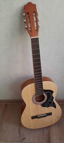 Продам гитару, имеется трещина но не сильная