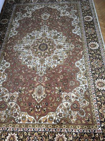 Кафяв персийски килим