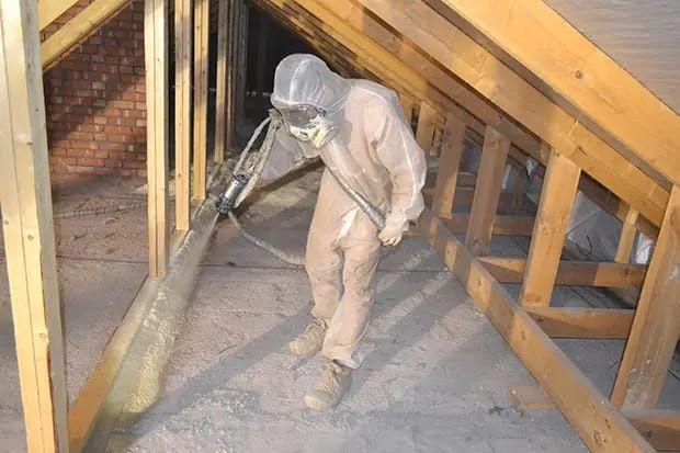 Пенополиуретановая утепление крыш мансарды домов методом напыления