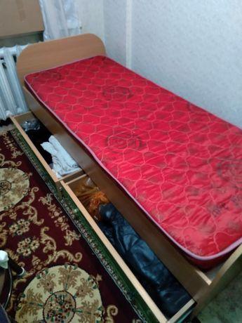 Кровать спальная цельная . Размер 1.85*95. Внизу с раздвижными полками