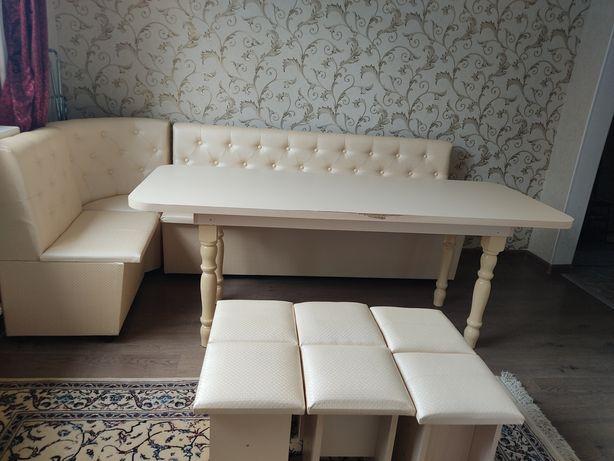 Стол, диван и стулья 6 шт