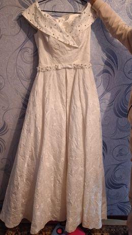 Белое больное платье