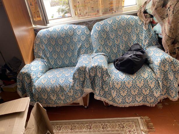 2 кресла в среднем состоянии