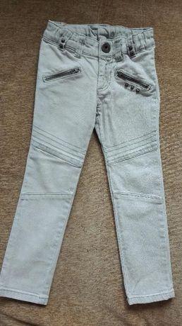 Модерни дънки в актуален цвят намалени на 15лв