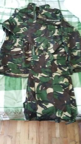 Tinuta armata marimea XL nou-nouță. 2 pantaloni si 1 veston.