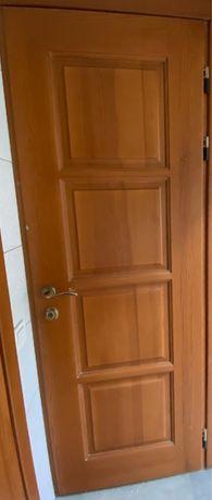 Продам Двери БУ Массив Сосны