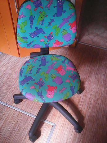 Кресло рабочее (выдерживает до 100 кг) и прочие надобности