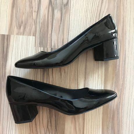 Продам лаковые туфли MANGO
