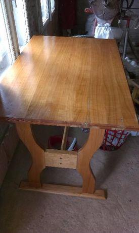 Masa din lemn de cireș