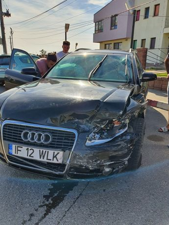 Dezmembrez Audi A 4 cutie automată