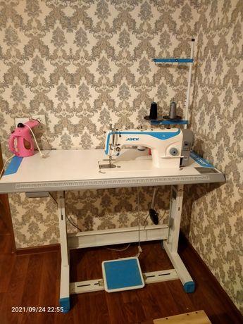 Швейная машина Jack F4