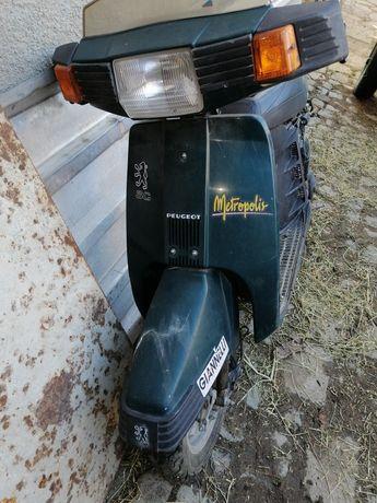 Продавам скутер пежо.