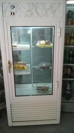 продавам сладкарска витрина