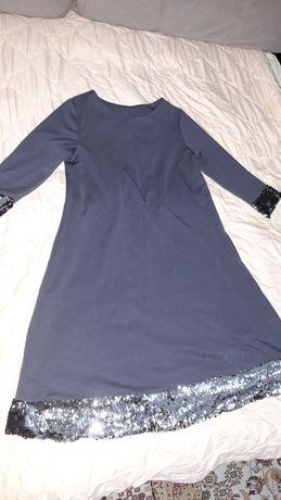 Платье серого цвета с пайетками