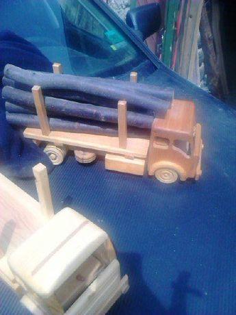 Играчка -дървен камион с дърва