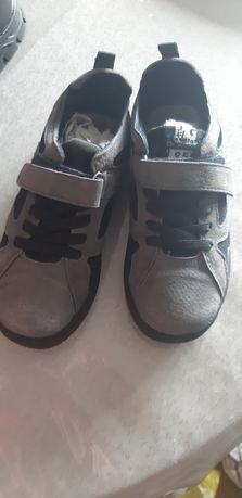 Детская ботинка на мальчика