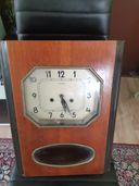 Стара стенен часовник руски