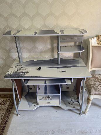 Продам компьтерный стол в отл состоян