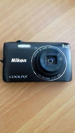 Vând aparat foto digital Nikon A300