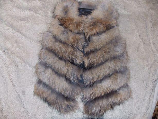 Продам меховую жилетку