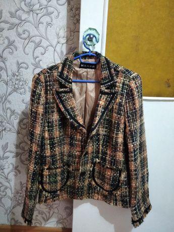 Модный костюм  от бренда шанель