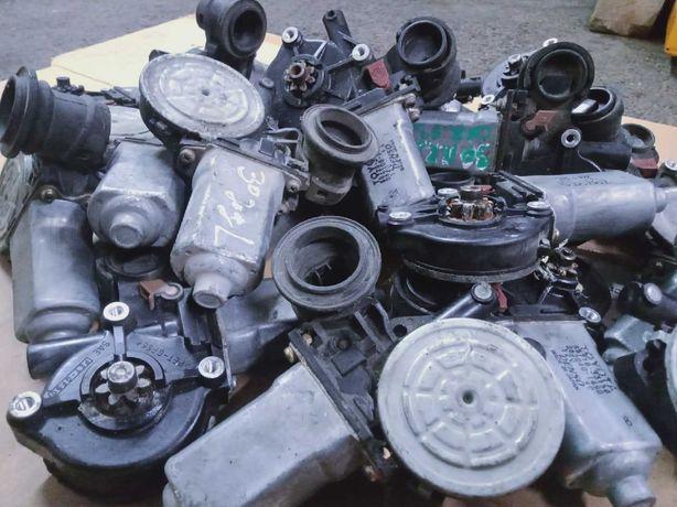 Продам оригинальный моторчик стеклоподъемника на Toyota Corolla