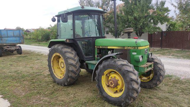 John Deere 2140 tractor