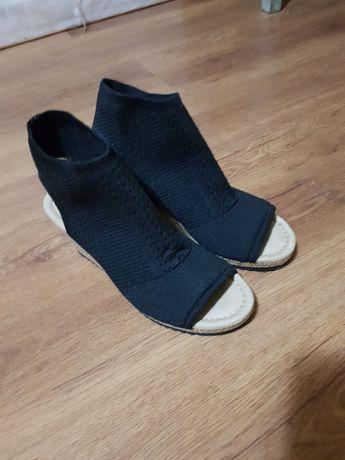 Sandale noi nr 37 , plata in cont.
