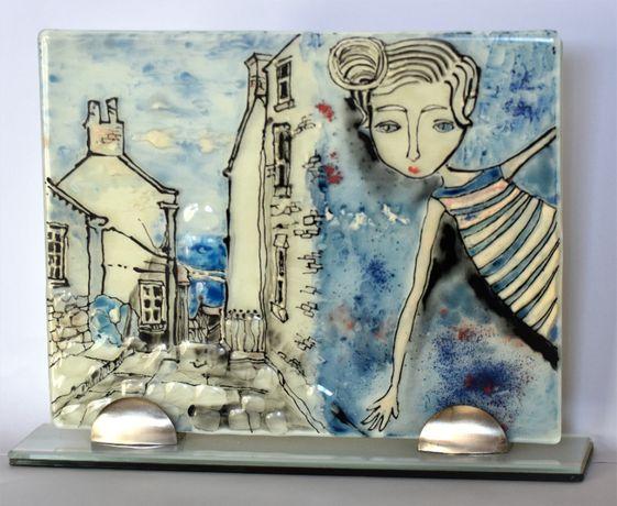 """Картина рисувана върху стъкло """"Момиче в града""""."""