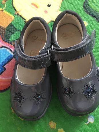 Светещи обувки Clarks