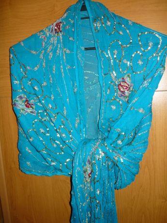 Красив шал за повод