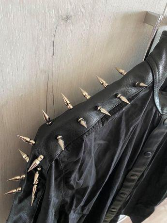 Метал риза с къс ръкав и шипове