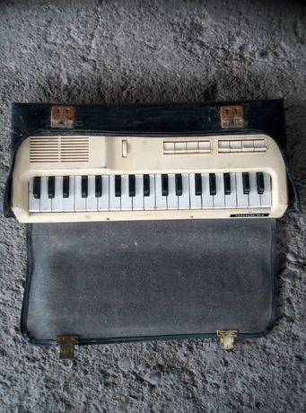 Раритетный детский музыкальный инструмент.