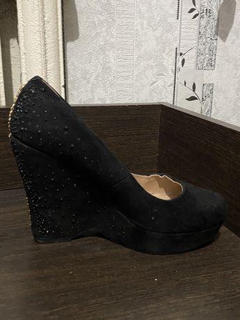 Отдам туфли на платформе