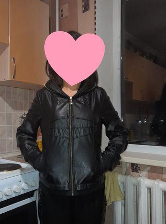Кожная куртка почти новый